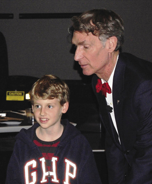Lamplighter student Jodie Thompson meets Bill Nye.