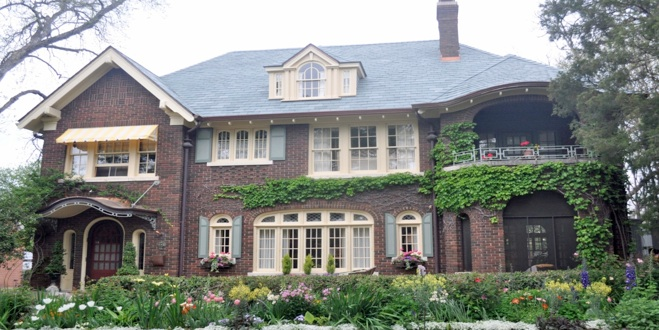 A Swiss Avenue house included on the Fall Garden Tour