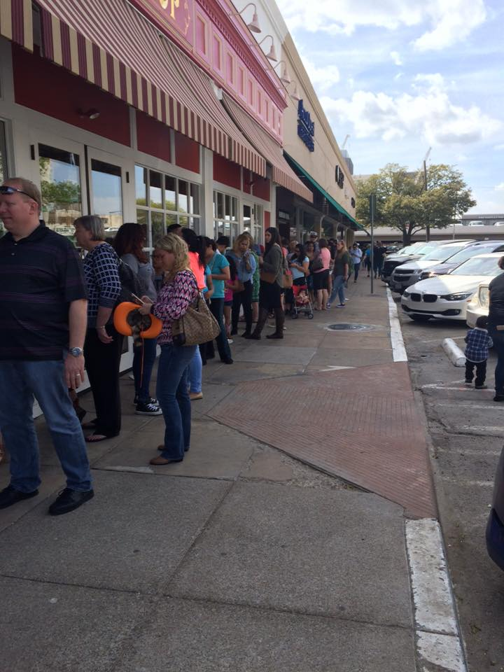 The line at Carlo's Bakery, four days after the grand opening