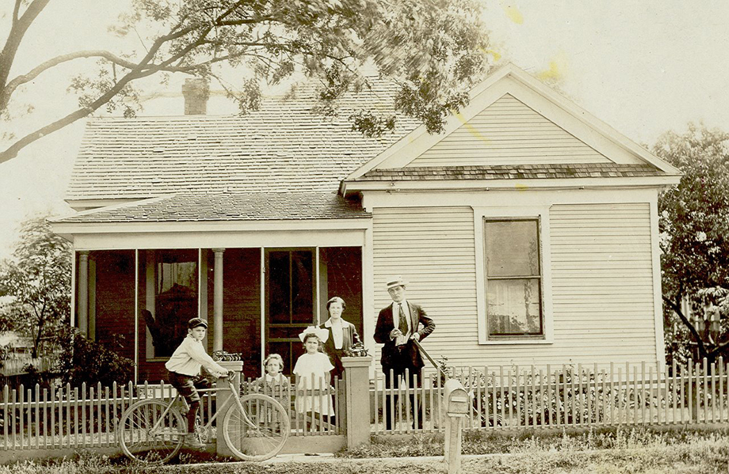 A family poses in front of their South Dallas home in 1923. (Photo courtesy of The Dallas Jewish Historical Society)