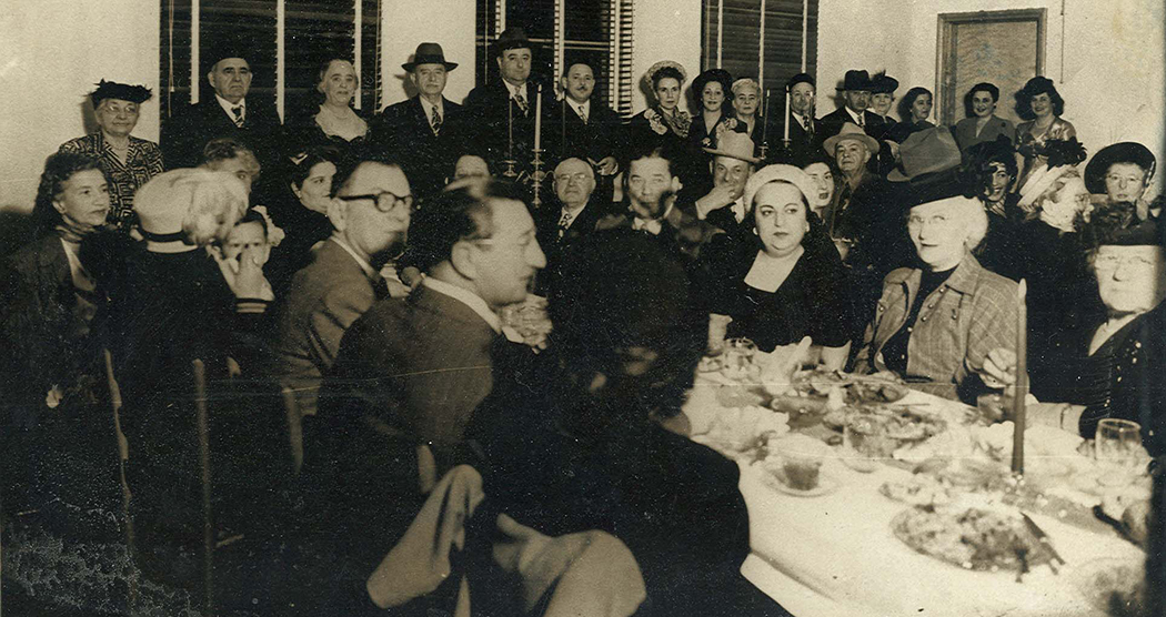 Members of Tiferet Israel at a congregational dinner in the 1940s. (Photo courtesy of The Dallas Jewish Historical Society)