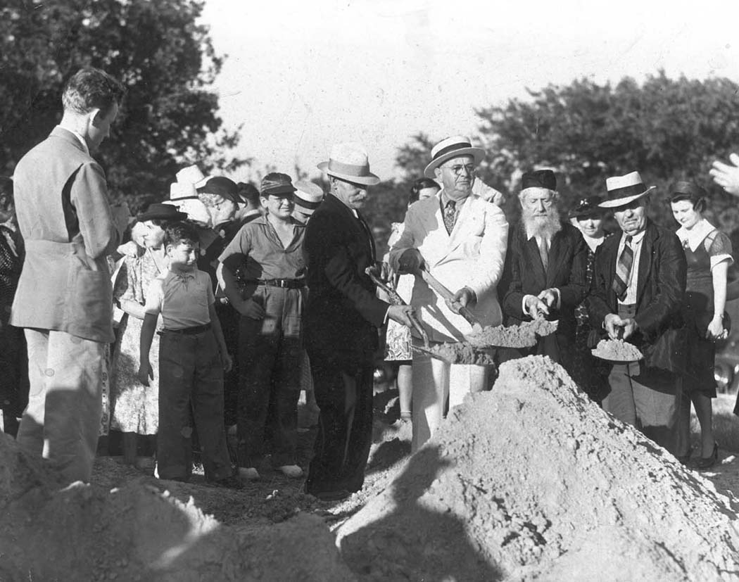 Tiferet Israel's groundbreaking ceremony at Grand Avenue and Edgewood Street in 1937. (Photo courtesy of The Dallas Jewish Historical Society)
